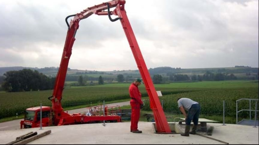 Obr. č. 6 Míchání fermentoru skrz montážní otvor betonového stropu
